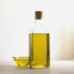 Sposoby na wypadanie włosów - oliwa