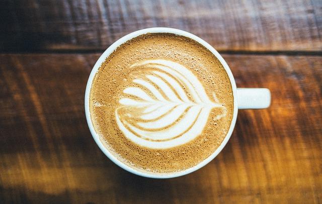 Kawa a wypadanie włosów